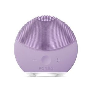 FOREO Luna mini 2 plus, like going to the spa everyday. Minimize pours. Cleanse